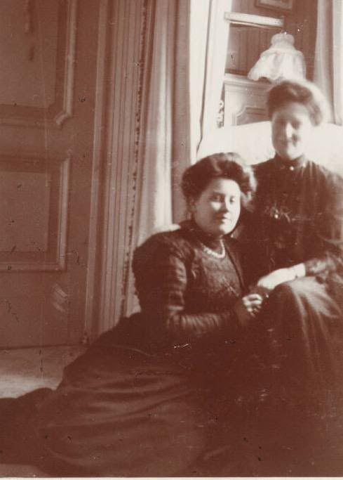Tsarina Alexandra Feodorovna and a close Romanov family friend Anna Vyrubova