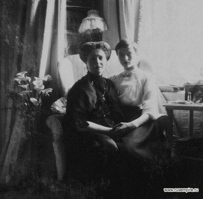 Tsarina Alexandra with Grand Duchess Tatiana Romanov