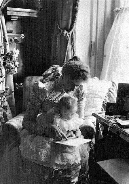 Tsarina Alexandra with baby Grand Duchess Tatiana