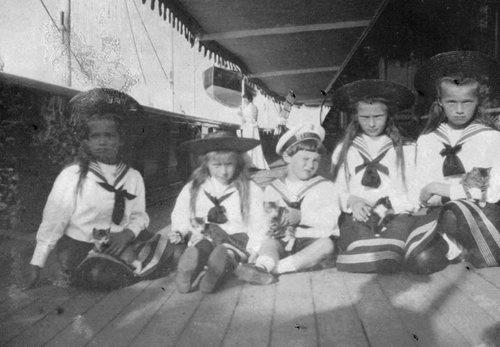 Olga, Tatiana, Maria, Anastasia and Alexei with their kitten on the imperial yacht.
