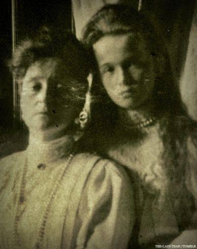 Tsaritsa Alexandra Feodrovna and Grand Duchess Olga Romanov