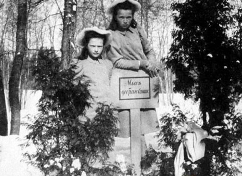 Grand Duchesses Olga and Tatiana on Children's Island pet cemetery.