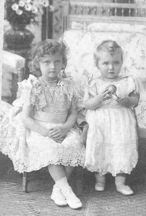 Little Grand Duchesses: Tatiana and Maria Romanov