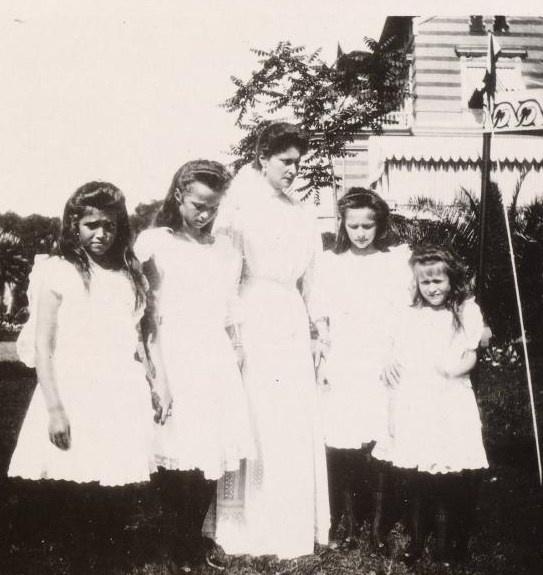 Empress Alexandra Feodorovna with her four daughters: Grand Duchesses Olga, Tatiana, Maria and Anastasia Romanov.