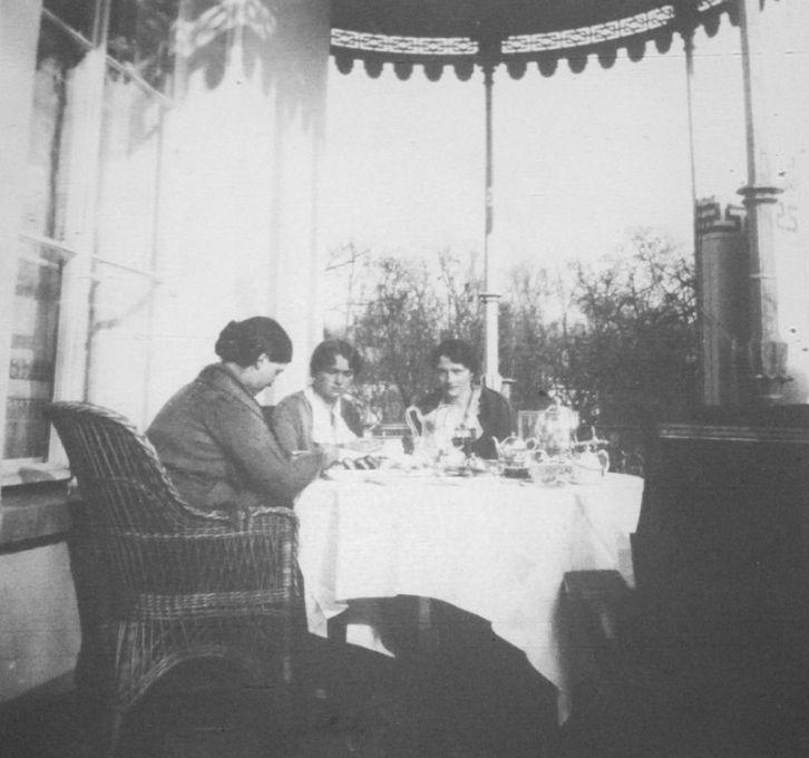 The Romanov sisters: