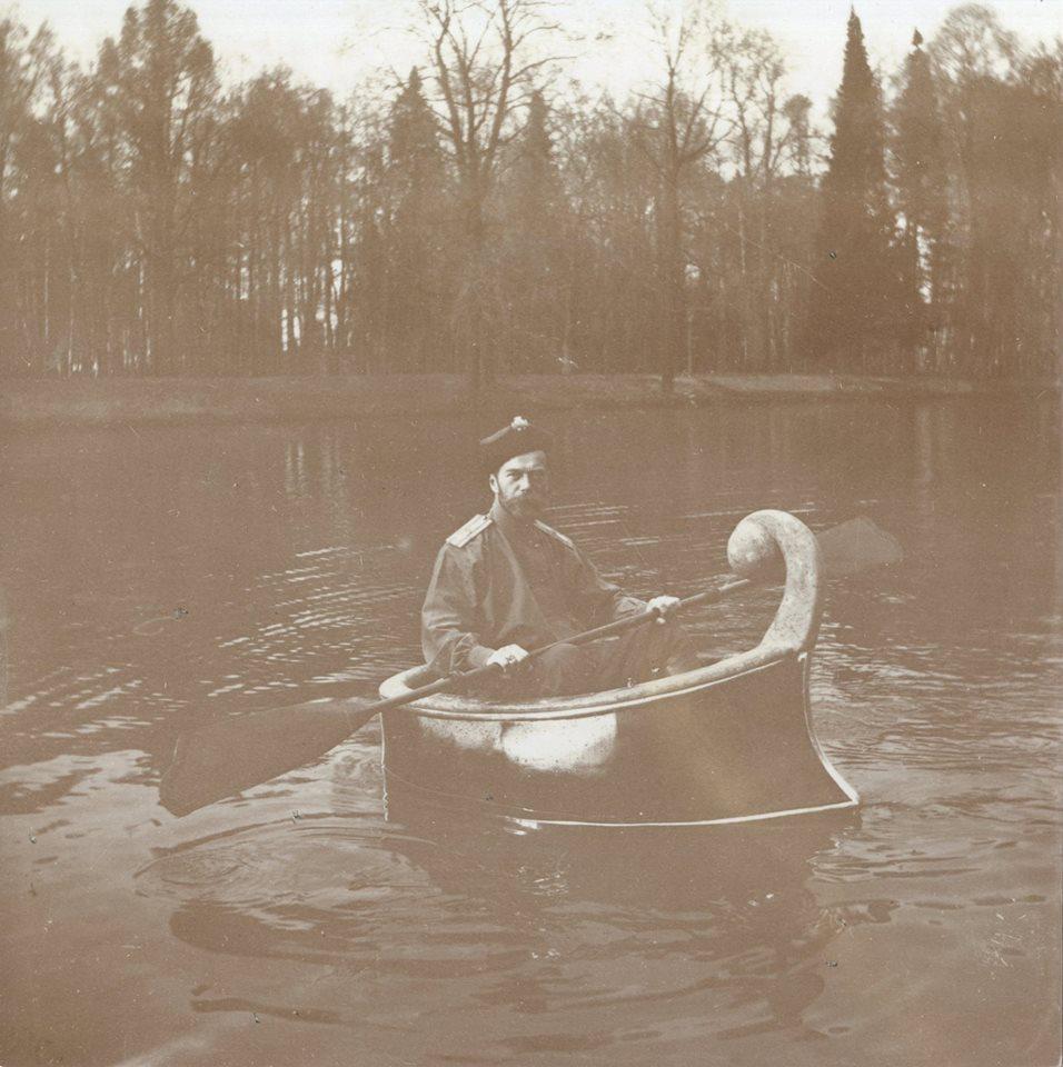 Nicholas II in a kayak in Tsarskoe Selo in 1913.