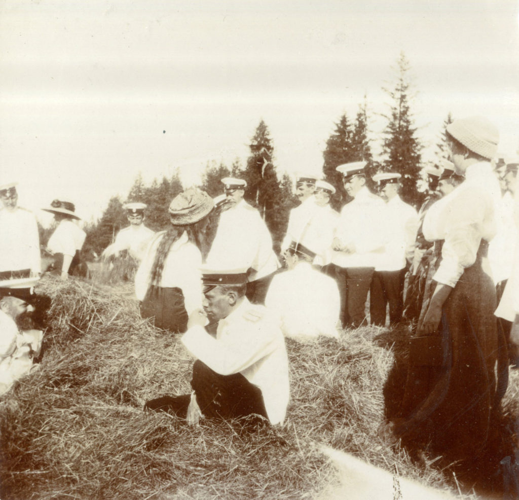 Grand Duchess Tatiana Romanov in the Finnish skerries with some officers.