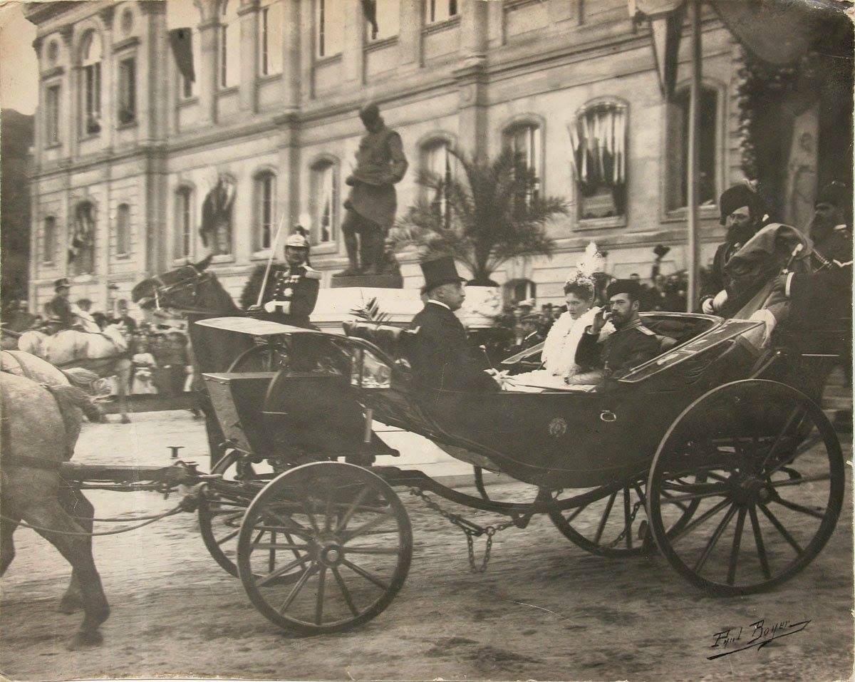 1896 Romanov family visit to Paris.