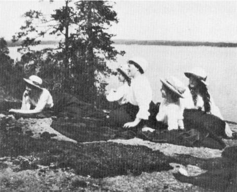 Grand Duchesses Olga, Tatiana, Maria and Anastasia with their Aunt Grand Duchess Olga Alexandrovna.