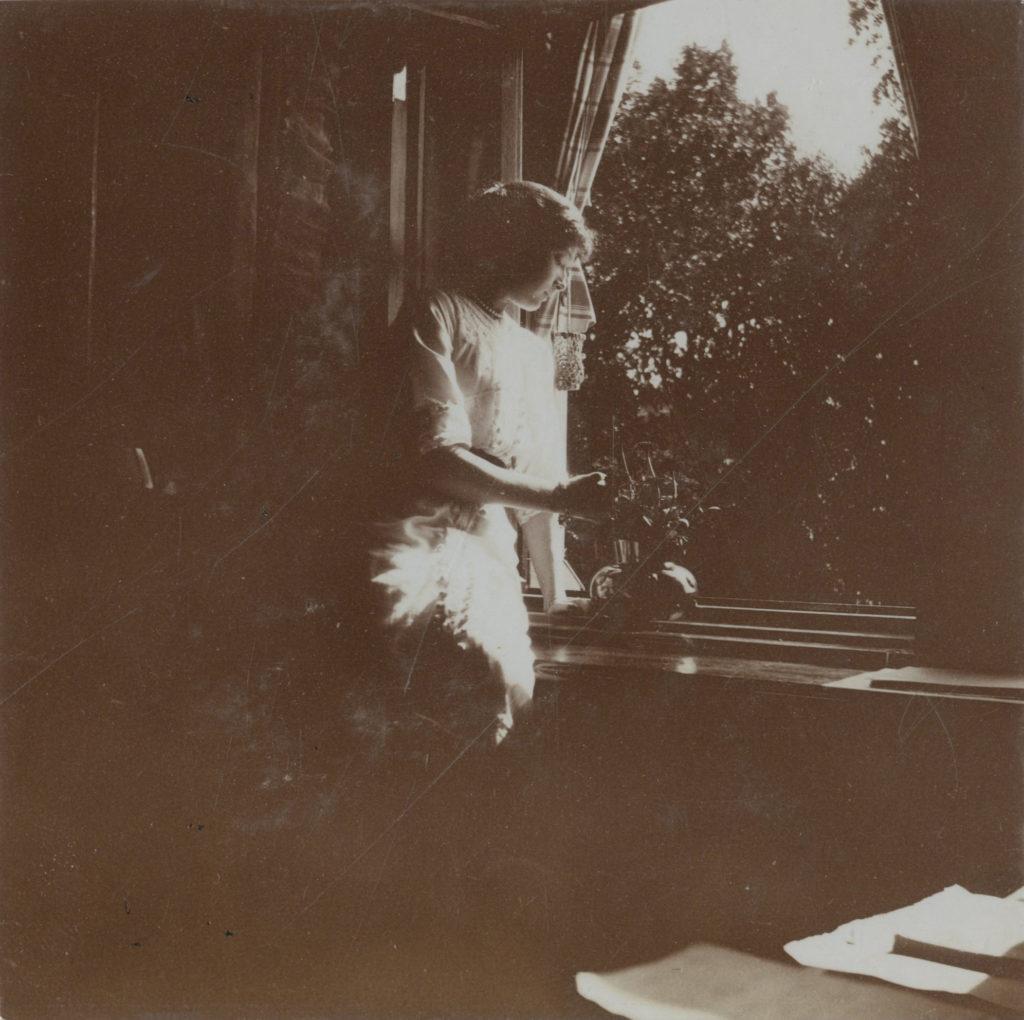 Grand Duchess Tatiana Romanov in Peterhof, 1913. Photo credit: ГА РФ, ф. 651 оп. 1 д. 262 л. 9 фото 187